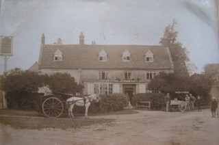 The Woolpack Inn, Islip c 1900