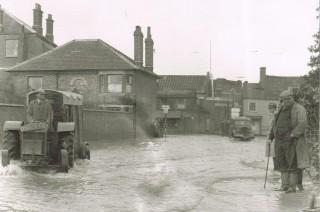 Floods, end of Midland Road 1947
