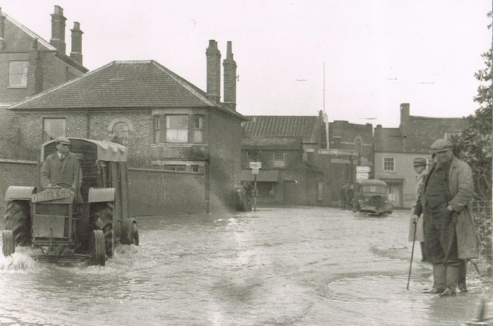 Floods, end of Midland Road 1947