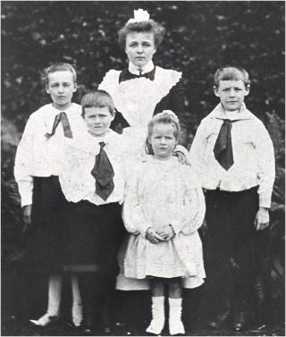 Gainer Children c1900 - Marjorie, Donald, Norah, Eric (with Agnes or Elizabeth, Nurse)