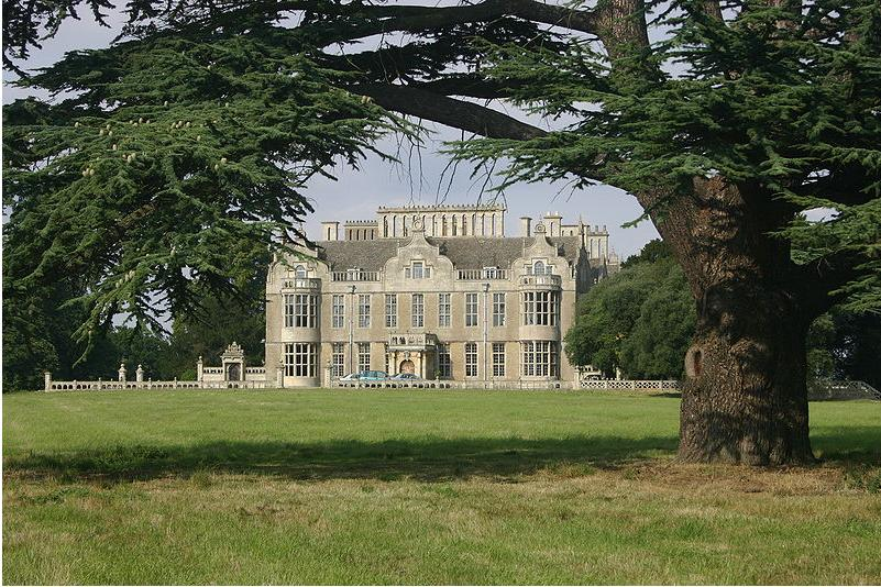 Lilford Hall          (photo by courtesy of Micklewright)